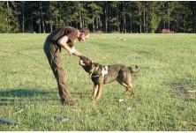 Кучето Барс и неговият водач Николай. Снимка: Д. Матова