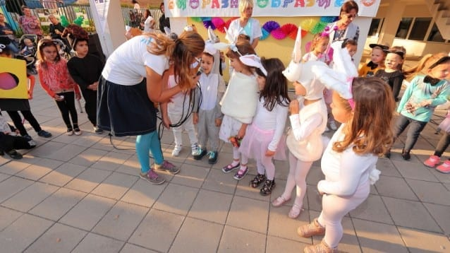 """В двора на детска градина """"Изворче"""" в Банкя дефилираха 119 """"растения и животни"""" в Карнавала на биоразнообразието"""
